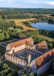 Vue aérienne de l'abbaye dans son environnement