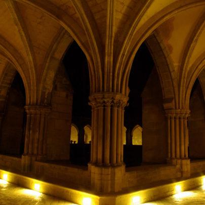 Les galeries du cloître de nuit